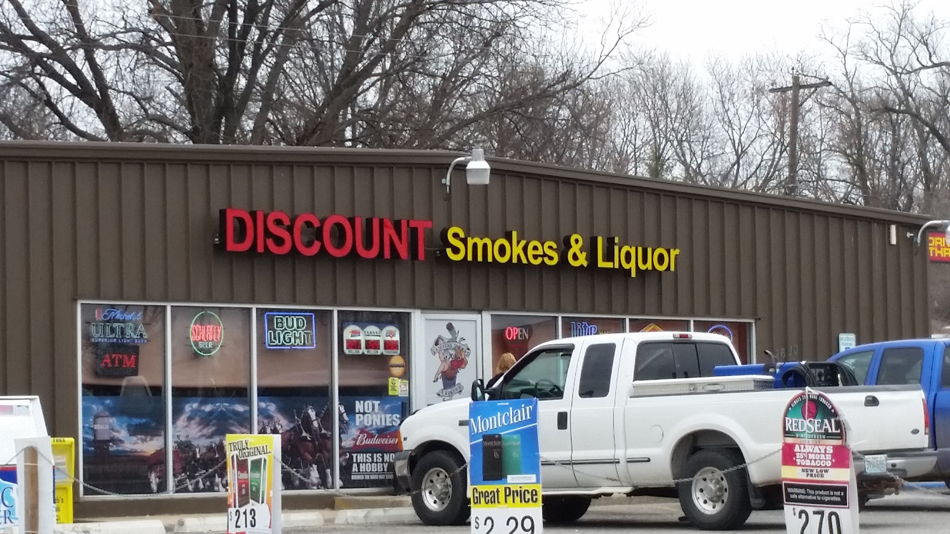 Discount Smokes & Liquor
